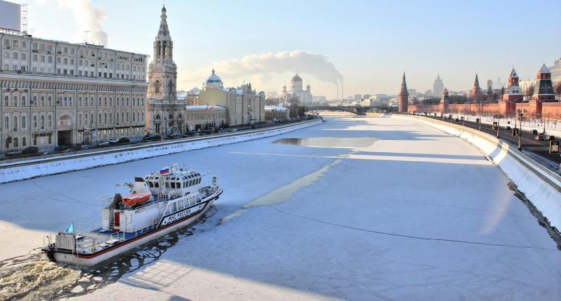 Río de Moscú congelado