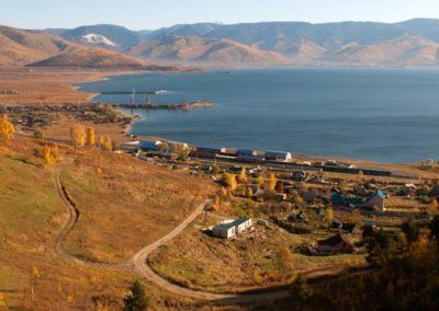 Pueblo de Sludyanka a orillas del lago